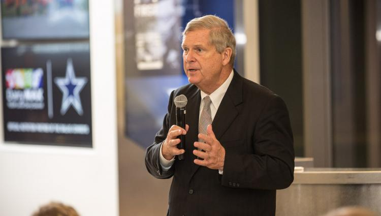 Tom Vilsack speaks to a group